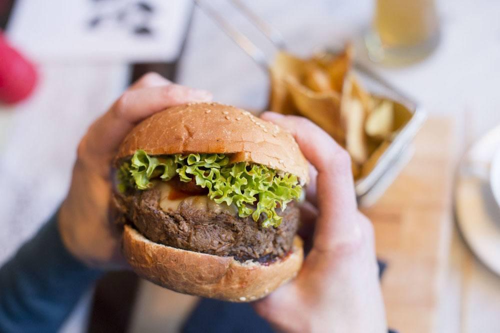 maxi burger di brasato sacco bistrot